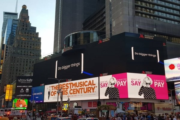 Large advertisement that notifies Unpacked event of 'Galaxy Note 8' appeared in Time Square.