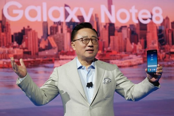 President Ko Dong-jin of Samsung Electronics Wireless Business Department is introducing Galaxy Note 8 at 'Samsung Galaxy Unpack 2017' that was held in Park Avenue Armory in New York on the 23rd (U.S. time).