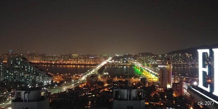강동구에서 바라본 광진구의 야경 (사진:윤창기)