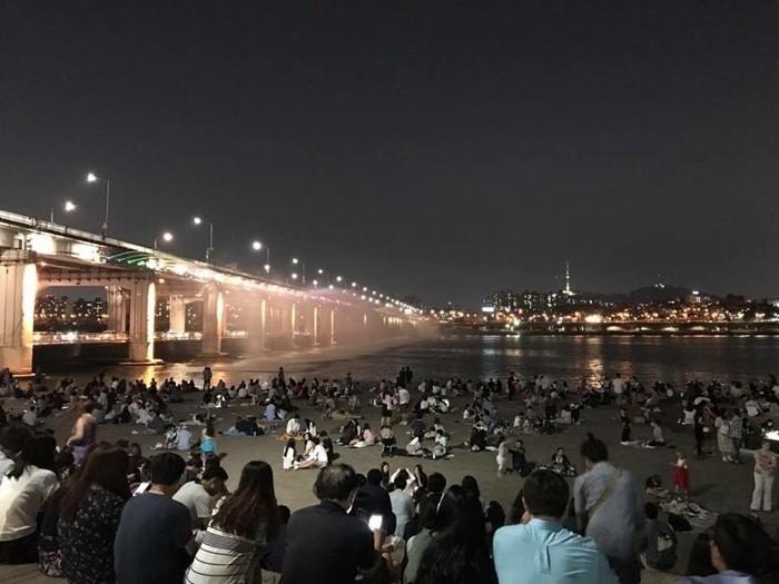 한밤중의 반포한강공원의 야경 (사진:문상애)
