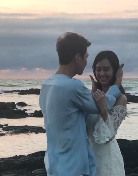 """지소연, SNS에 공개한 웨딩 화보 촬영 현장 영상 보니 """"영화의 한 장면 같아"""""""