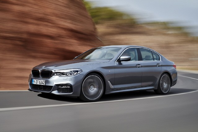 BMW, 리모트 컨트롤 파킹 추가한 2018년형 5시리즈 출시