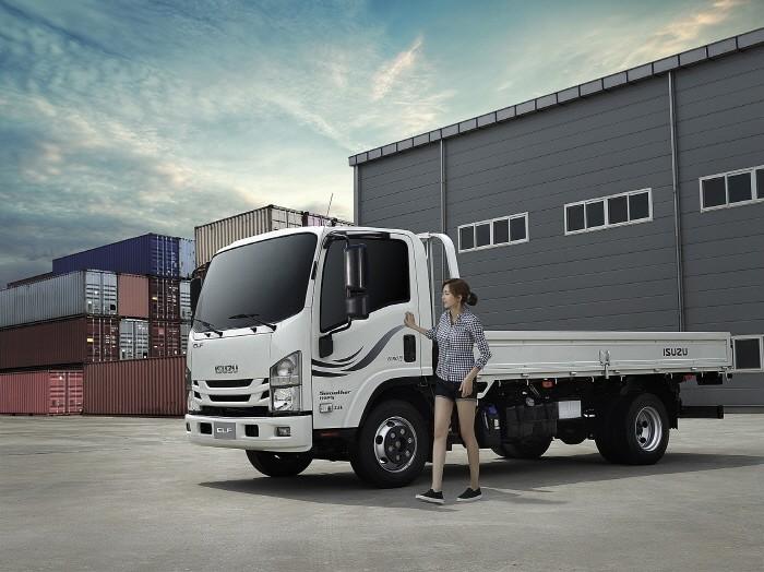 일본 상용차 브랜드 이스즈의 중형트럭 '엘프'.(사진=큐로모터스 제공)
