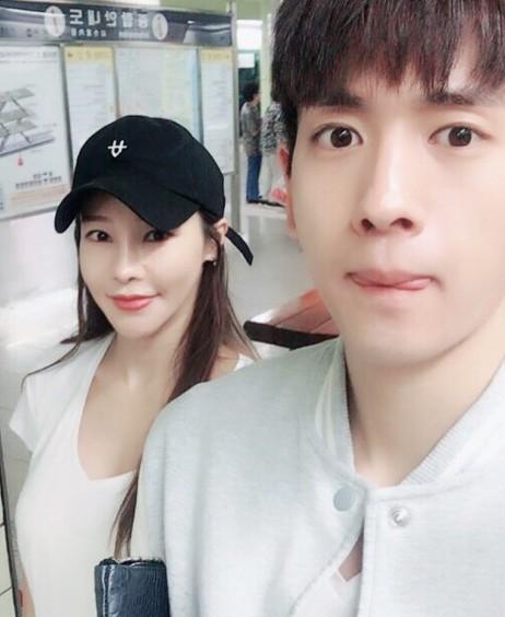 """미나♥류필립, 우리 사랑 영원히..""""지하철 데이트하는 대학생 커플?"""""""