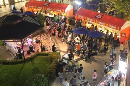 신세계사이먼이 오는 9월 24일까지 여주·파주·시흥·부산 프리미엄 아울렛에서 '쇼핑 나잇 페스티벌'을 개최한다. 사진=신세계사이먼 제공