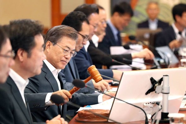 President Moon Jae-in who is presiding over a Cabinet Meeting (Reference: The Blue House)