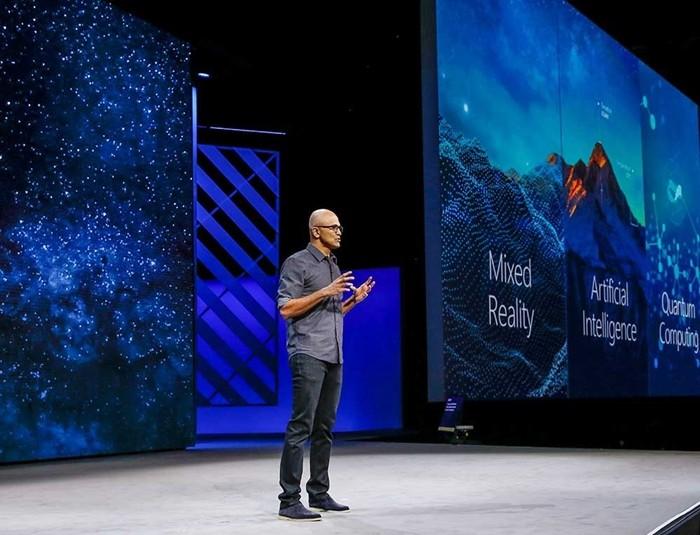 이그나이트 2017에서 기조 연설을 진행하고 있는 사티아 나델라 마이크로소프트 CEO