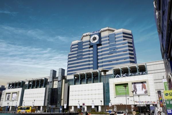 지난 28일부터 시작된 국내 최대 쇼핑·문화축제인 '코리아 세일 페스타(Korea Sale FESTA)'를 맞아 백화점업계가 푸짐한 경품을 내걸고 대대적인 할인 행사를 벌인다. AK플라자 분당점. 사진=AK플라자 제공