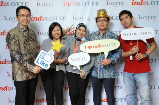 롯데그룹은 인도네시아 재계 2위 살림그룹과의 합작법인 '인도롯데'를 설립하고 10일(현지 시간)부터 현지 온라인쇼핑몰인 '아이롯데(ilotte)'을 공식 오픈한다고 9일 밝혔다. 인도롯데 직원들. 사진=인도롯데 제공