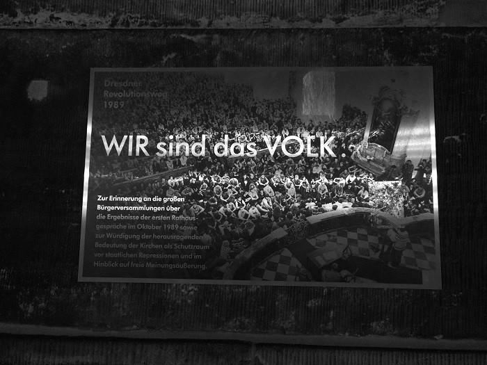 드레스덴 성장 앞에 1989년 민주화 운동에 대한 안내판