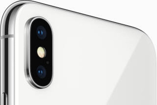 iPhone X's rear dual camera (Reference: Apple's homepage)