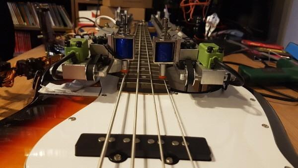 '재즈메카트로니카' 자동 연주 로봇 전자베이스 파트. 사진=이모션웨이브아츠 제공