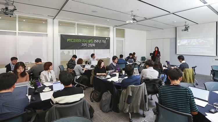 설립 25주년 기념 PTC 기자 간담회에서 박혜경 지사장은 디지털 트랜스포메이션 전략과 포트폴리오를 소개했다.