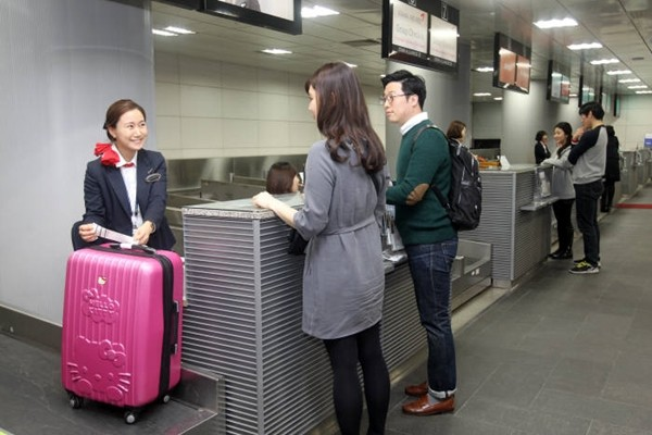 Customers are doing early check-ins at the airport terminal of Seoul Station.