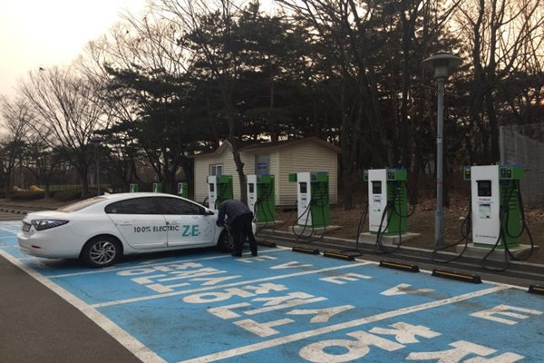 Korea Electric Power Corporation set up these electric vehicle fast charging stations at Sangam World Cup Stadium at the end of last year.