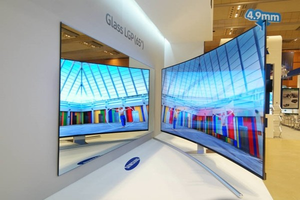 Samsung Display's 65-inch super-slim curved LCD based on glass light guide plate (Picture = Samsung Display)