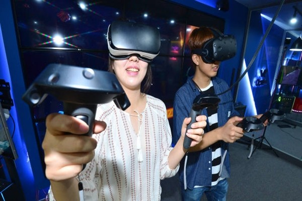 Customers are enjoying VR attraction games at VR Plus store located in Gangnam-gu.