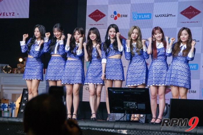 14일 오후 서울 용산구 블루스퀘어 아이마켓홀에서는 그룹 러블리즈(Lovelyz)의 미니 3집 '폴 인 러블리즈(Fall in lovelyz)' 발매기념 쇼케이스가 열렸다. 러블리즈 멤버들이 포토타임에 응하고 있다.