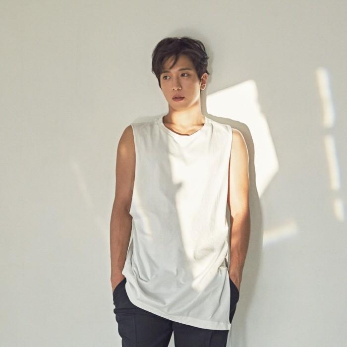 최근 서울 명동 소재 카페 'FNC WOW'에서 가수 겸 배우 정용화와 JTBC 금토드라마 '더 패키지' 종영 인터뷰를 가졌다. (사진=FNC엔터테인먼트 제공)