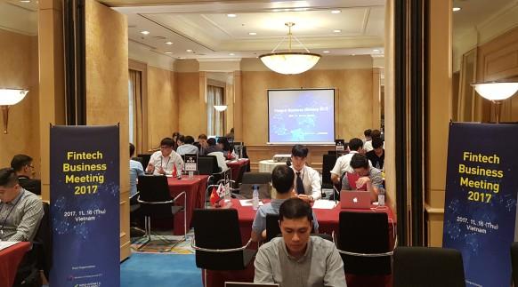 지난 16일 KISA가 베트남 하노이에서 개최한 핀테크 비즈니스 상담회에 국내 핀테크 기업과 현지 클라이언트가 참여해 1대1 사업미팅을 진행했다. 사진=한국인터넷진흥원