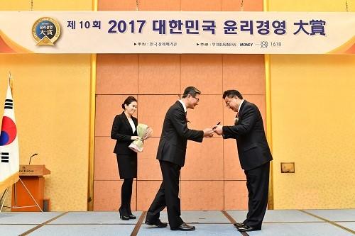 '제10회 대한민국 윤리경영 대상'고객만족부문, 통인익스프레스 이호 회장 수상