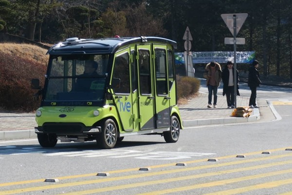 Self-driving shuttle 'ive'