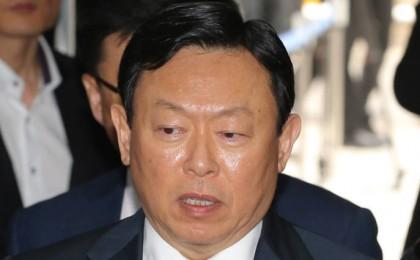 '엎친데 덮친' 신동빈 롯데 회장, '징역 4년·추징금 70억' 구형