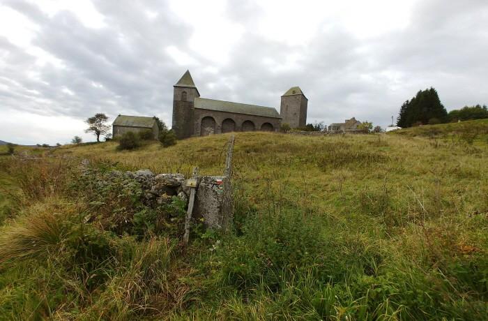 오브락 교회와 마을 풍경
