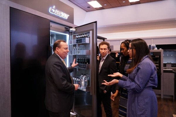 Dacor's executives are explaining Dacor products at KBIS 2018.