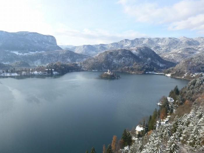 성에서 바라본 호수