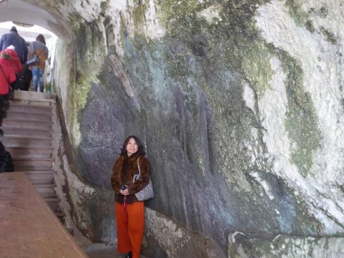 동굴을 그대로 살린 성 건축