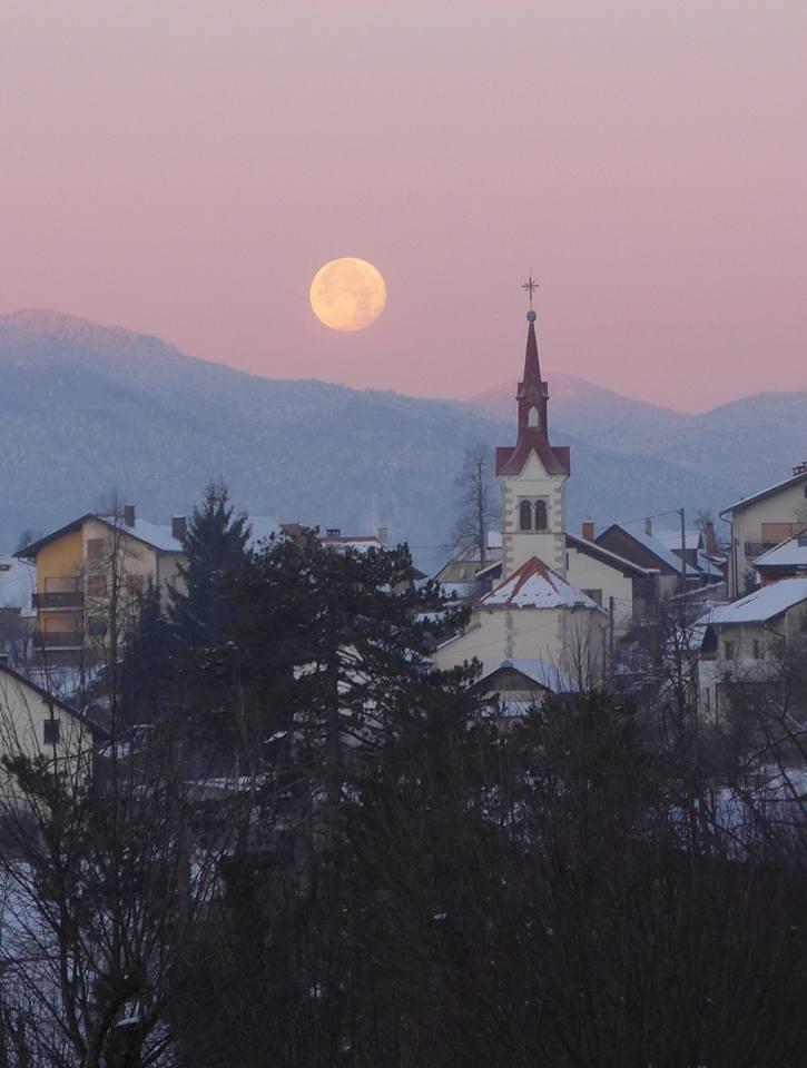 달이 지는 새벽풍경