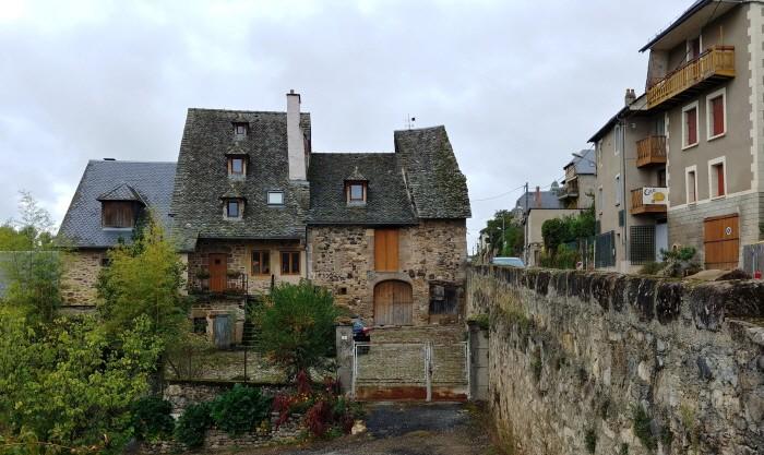 생 콤 돌트에는 중세 시대의 집들이 많이 남아있다.