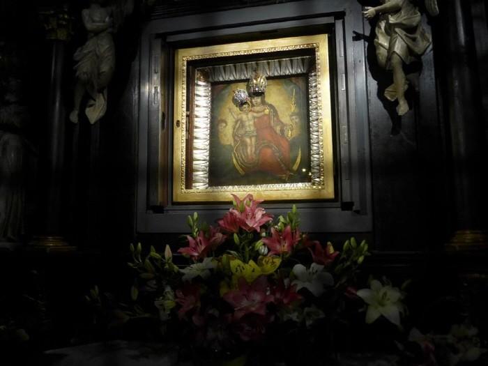 화재 때 무사했던 성모마리아와 아기예수