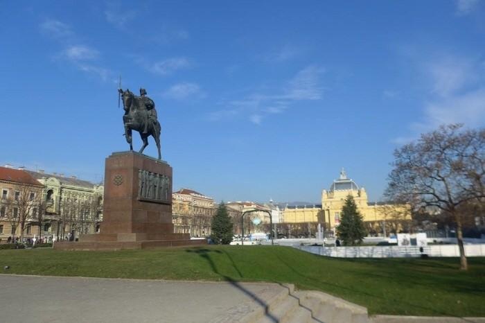 토미슬라브국왕 동상