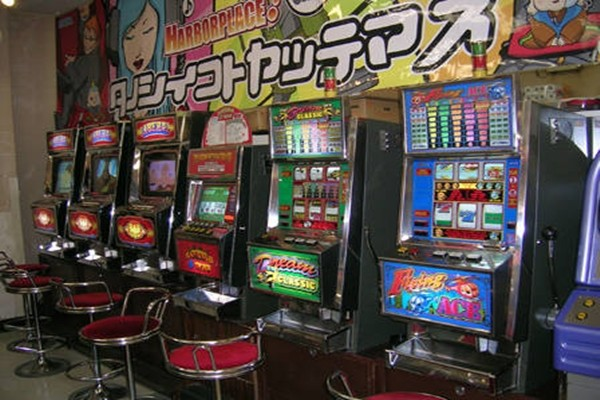 Picture of an arcade game center in Japan