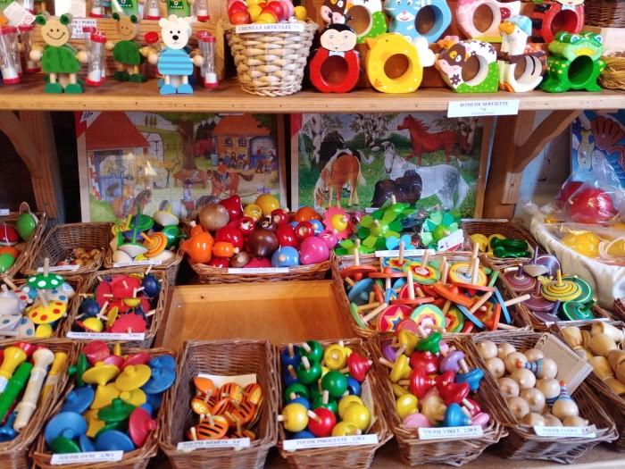 꽁끄의 장난감 가게들