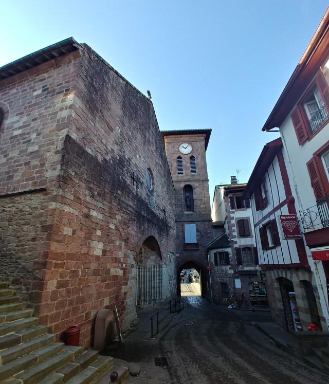 노트르담 뒤퐁 성당 (Notre-Dame-du-Bout-du-Pont)과 노트르담 문