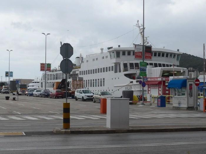 항구 앞이 버스터미널