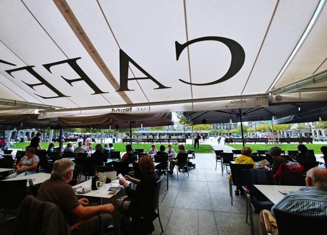 카페 이루냐에서 바라다본 까스띠요 광장