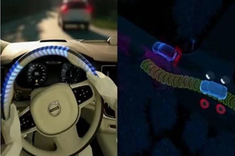 볼보의 시티 세이프티의 조향 지원은 50-100km/h의 속도 범위에서 운전자가 장애물을 발견하고 충돌을 피하기 위해 조향을 한다. 또 충돌이 불가피하다면 충돌을 회피할 수 있도록 스티어링 휠에 임의로 토크를 가해 추가로 조향을 지원해준다.