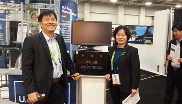 GPU기반의 한국형 HPC를 개발해 해외 주요 연구소와 기업에 공급한 코코링크의 이동학 사장(왼쪽)이 지난 SC2016 참가시 촬영한 사진이다. 코코링크제공