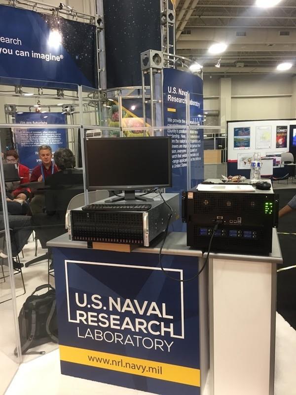 미해군연구소가 슈퍼컴퓨팅컨퍼런스(SC21016)에서 코코링크로부터 구입해 활용중인 클라이맥스210을 전시하고 있다.