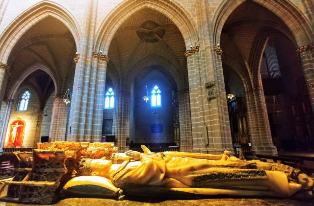 팜플로나 카를로스(Carlos) 3세 부부의 묘.