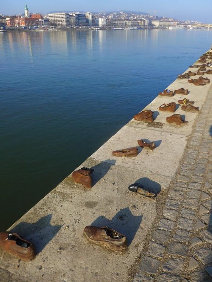 다뉴브 강가의 신발들