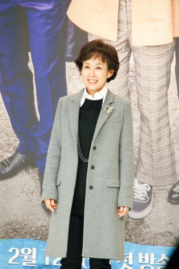 6일 서울 영등포구 타임스퀘어 아모리스홀에서는 오는 12일 오전 9시 방송될 KBS2 TV소설 '파도야파도야' 제작발표회가 개최됐다. 중견배우 이경진이 포토타임에 응하고 있다. (사진=박동선 기자)