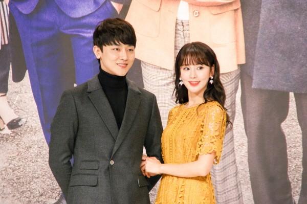 6일 서울 영등포구 타임스퀘어 아모리스홀에서는 오는 12일 오전 9시 방송될 KBS2 TV소설 '파도야파도야' 제작발표회가 개최됐다. (왼쪽부터) 장재호·노행하 등 배우들이 포토타임에 응하고 있다. (사진=박동선 기자)