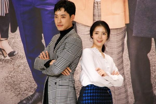 6일 서울 영등포구 타임스퀘어 아모리스홀에서는 오는 12일 오전 9시 방송될 KBS2 TV소설 '파도야파도야' 제작발표회가 개최됐다. (왼쪽부터) 정헌·정윤혜 등 배우들이 포토타임에 응하고 있다. (사진=박동선 기자)