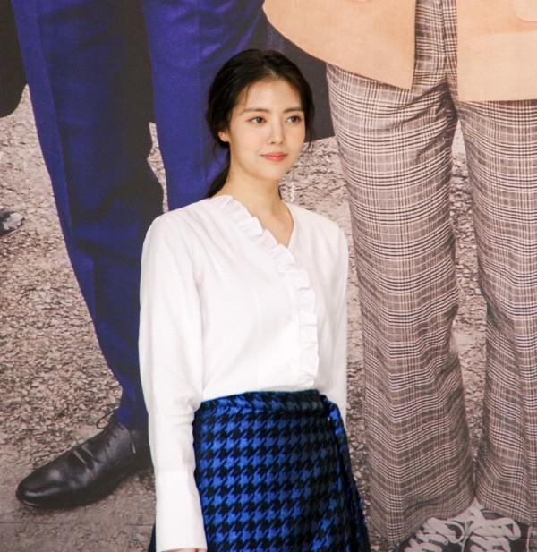 6일 서울 영등포구 타임스퀘어 아모리스홀에서는 오는 12일 오전 9시 방송될 KBS2 TV소설 '파도야파도야' 제작발표회가 개최됐다. 걸그룹 레인보우 출신 배우 정윤혜가 포토타임에 응하고 있다. (사진=박동선 기자)
