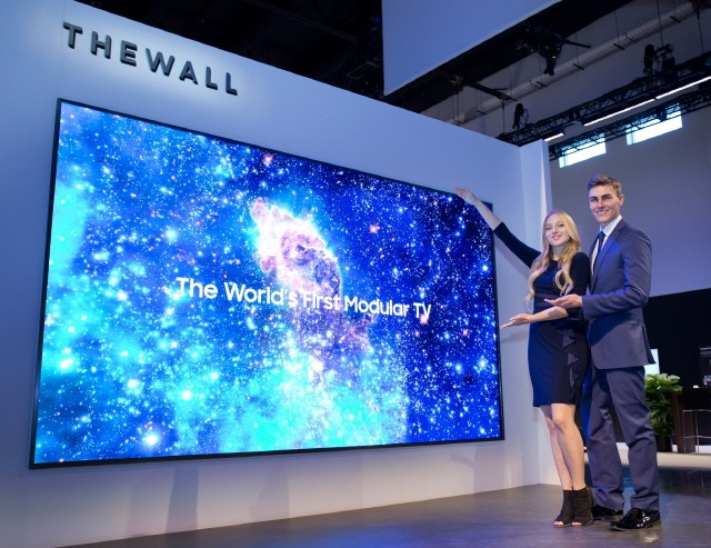 he 146-inch Micro LED TV, 'The Wall' that Samsung unveiled at CES 2018 is the world's first modular TV. Source: Samsung Electronics